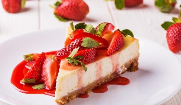 Cheesecake φράουλα, από τον Πέτρο Συρίγο και το petros-syrigos.com!