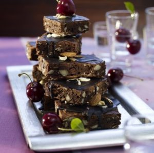koelln-chocolate-cherry-brownies-min