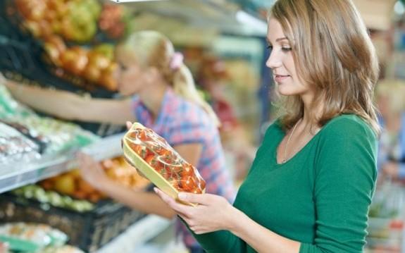 Η λίστα με τα πιο μολυσμένα φρούτα και λαχανικά, από την Βίκυ Χριστοπούλου και το olivemagazine.gr!