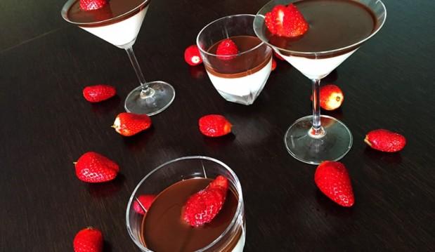 Μους γιαουρτιού με γεύση βανίλια σοκολάτα και φράουλες, από την Αριάδνη Πούλιου και το ionsweets.gr!