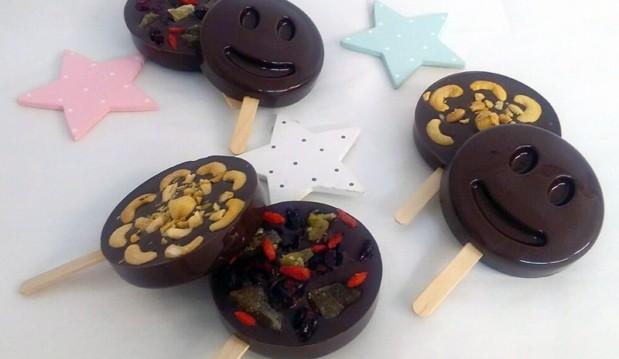 Νηστίσιμα γλειφιτζούρια με μαύρη σοκολάτα, αποξηραμένα φρούτα και ξηρούς καρπούς, από τον Μιχάλη Σαράβα και το ionsweets.gr!