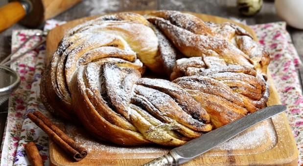 Τσουρέκι με φουντούκια και σοκολάτα, από την Μυρσίνη Λαμπράκη και το mirsini.gr!