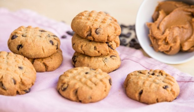 Πανεύκολα μπισκότα με φυστικοβούτυρο και σοκολάτα (Video), από την Μαριλού Παντάκη και το madameginger.com!