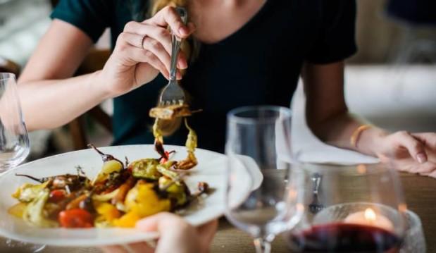«Επτά αιτίες της υπερφαγίας που δεν έχουν σχέση με τη θέληση! | Μέρος 1ο», από τον Στράτο Λάσπα, Certified Eating Psychology & Mind-Body Nutrition Coach, και το omorfizoi.gr!