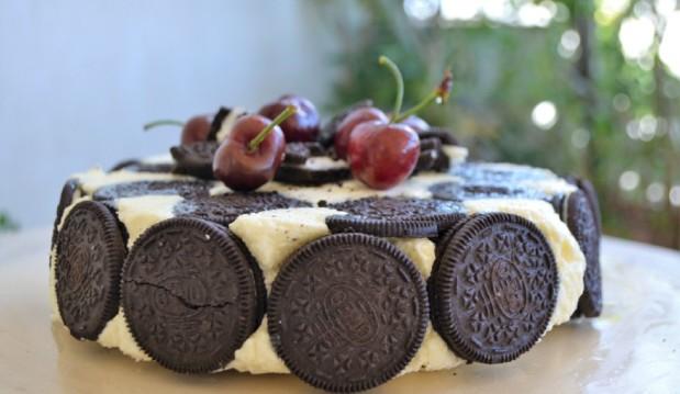 Τούρτα με λευκή σοκολάτα και μπισκότα, από την εξαιρετική  Ιωάννα Σταμούλου και το sweetly!