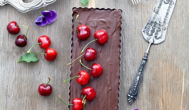 Τάρτα σοκολάτα με κεράσια, από την Μυρσίνη Λαμπράκη και το mirsini.gr!