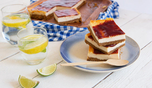 Ψητό cheesecake γιαουρτιού με μαρμελάδα φράουλα, από τον Γαβριήλ Νικολαϊδη και το Dutchesss Daily!