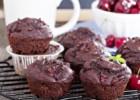 Muffins σοκολάτας με κεράσια, από τον Βαλάντη Γραβάνη και το ionsweets.gr!