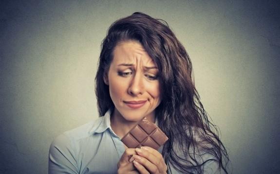 """«Μήπως… """"τρως"""" τα συναισθήματά σου;», από τη Βίκυ Χριστοπούλου και το olivemagazine.gr!"""