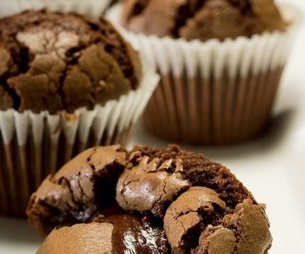 Muffins σοκολατένια και ζουμερά, από την Σιμόνη Καφίρη και το olivemagazine.gr!