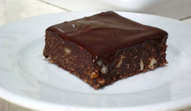 Ωμοφαγικά brownies σοκολάτας ΧΩΡΙΣ ΖΑΧΑΡΗ, από την Βίκυ και το veganinathens.com!