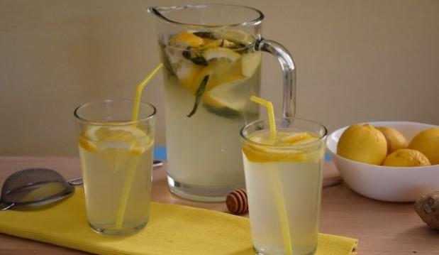 Φρέσκια λεμονάδα με τζίντζερ και πραγματική στέβια, από την Ευαγγελία Βλασσοπούλου και το healthy-and-delicious-recipes.blogspot.gr!