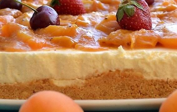 Cheesecake με μυζήθρα κρητική και βερίκοκα σοτέ, από την Ιωάννα Σταμούλου και το sweetly!