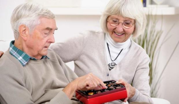 «Η σοκολάτα ενισχύει τις νοητικές ικανότητες των ηλικιωμένων», μας ενημερώνει ο Ειδικός Παθολόγος Ιωάννης Λ. Σφυρής.