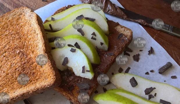 Τοστ με σοκοταχίνι και αχλάδι, από την Ελευθερία Μπούτζα και το «Μαγειρεύοντας με την L»!