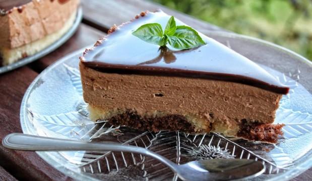 Εύκολη και Πεντανόστιμη Πάστα Σοκολάτας (Video)- The best Chocolate Cake Ever by Dimitris Michailidis and the pastry designs!