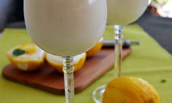 Γιαουρτοζελέ λεμόνι, από την Ιωάννα Σταμούλου και το sweetly!
