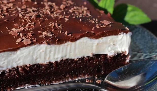 Η  απίθανη πάστα ταψιού της Σόφης Τσιώπου σε video, Easy Chocolate Vanilla Cake, από τον Δημήτρη Μιχαηλίδη  και τους Pastry Designs!