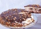 Τούρτα με καρύδια, κρέμα ζαχαρούχου και γκανάζ σοκολάτας, από το sintayes.gr!