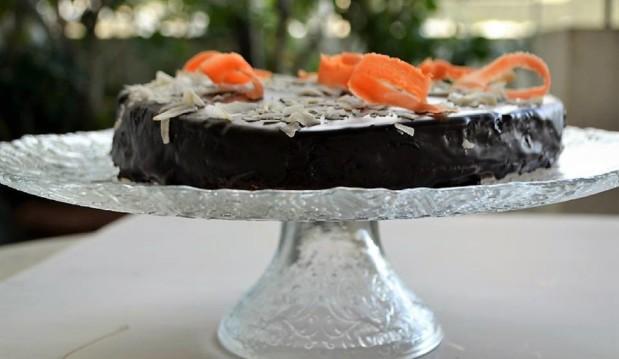 Κέικ καρότου με μήλα, ινδοκάρυδο κι επικάλυψη σοκολάτας, από την Ιωάννα Σταμούλου και το sweetly!