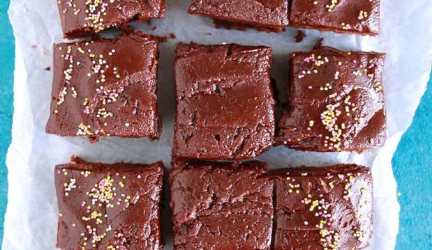 Σοκολατένιο κέικ με φυστικοβούτυρο, από την Ερμιόνη Τυλιπάκη και το «The one with all the tastes»!