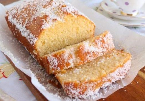 Κέικ καρύδας σιροπιαστό, από το sintayes.gr!