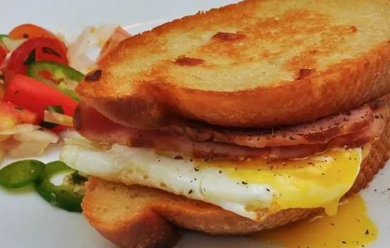 «Πρωινό: Πέντε τροφές που πρέπει να αποφεύγετε», από τον Μιχάλη Θερμόπουλο και το iatropedia.gr!