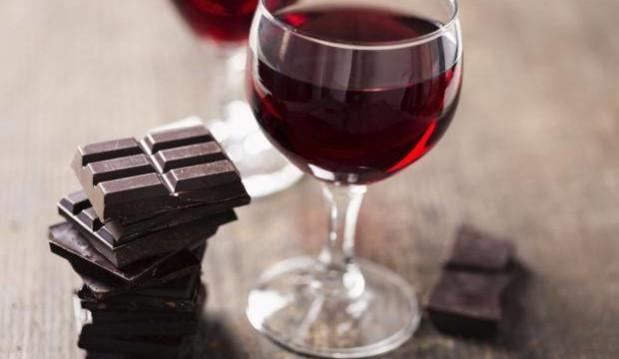 «Κρασί και σοκολάτα είναι τα δύο συστατικά της… νεότητας», από το iPaideia.gr!
