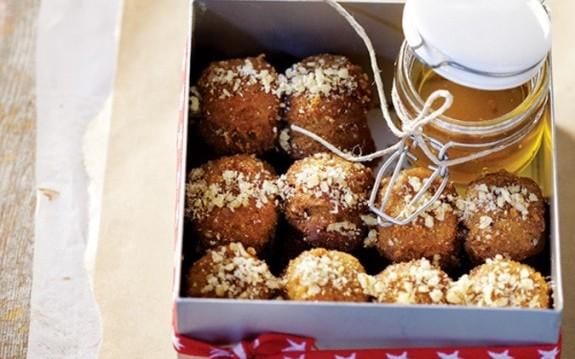 8 μυστικά για τέλεια μελομακάρονα, από την Μάρω Σενετάκη και το olivemagazine.gr!