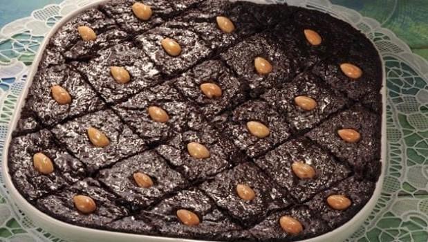 Ραβανί σιροπιαστό με σοκολάτα και ινδοκάρυδο, από το sintayes.gr!