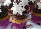 Χριστουγεννιάτικα cupcakes βανίλιας με μαλακή γκανάς σοκολάτας, από την Ρένα Κώστογλου και το koykoycook.gr!