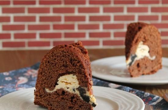 Κέικ σοκολάτας με γέμιση Oreo cheesecake, από την Ερμιόνη Τυλιπάκη και το «Τhe one with all the tastes»!