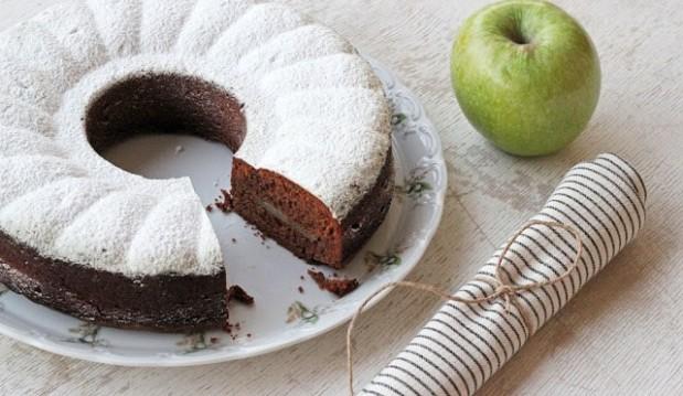 Κέικ μήλου με σοκολάτα, από τον Αλέξη Επιθυμιάδη και το alwayshungry.gr!