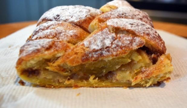 Μηλόπιτα πλεξούδα με αμυγδαλόκρεμα, από την Ιωάννα Σταμούλου και το sweetly!