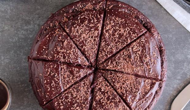 Σοκολατένιο κέικ με μπανάνα, από την Ερμιόνη Τυλιπάκη και το «The one with all the tastes»!