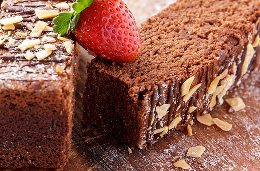 Αφράτο κέικ σοκολάτας, από τον Βαλάντη Γραβάνη και το ionsweets.gr!