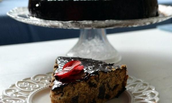 Νηστίσιμο κέικ με ούζο, σταφίδες και σοκολάτα, από την Ιωάννα Σταμούλου και το sweetly!