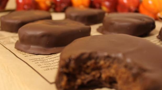 Εύκολες και Πεντανόστιμες Καριόκες Νηστίσιμες – Kariokes  (VIDEO) by Dimitris Michailidis and the pastry designs!