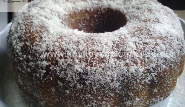 Κέικ ινδοκάρυδο με γιαούρτι σιροπιαστό, από την αγαπημένη μας Ρένα Κώστογλου και το koykoycook.gr!