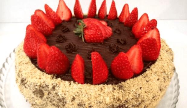 Τούρτα σοκολάτα με φράουλες, νηστίσιμη, χωρίς λάδι, από το «Ολα νηστίσιμα»!