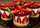 Πάστες βανίλια-μπισκότο με σπιτικό ζελέ φράουλα (VIDEO), από τους Χάρη και Μιχάλη Καρελάνη και το Redmoon-foodaholics.gr!