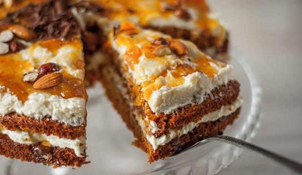 Κέικ καρότου, από τον Βαλάντη Γραβάνη και το ionsweets.gr!
