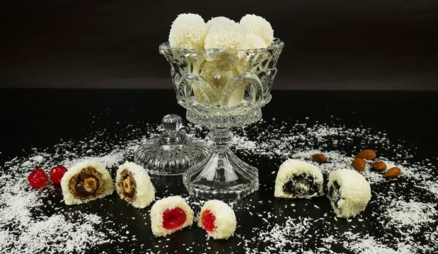 Εύκολα τρουφάκια ινδοκάρυδου σε διάφορες γεύσεις (Rafaello) (VIDEO), από τους Χάρη και Μιχάλη Καρελάνη και το redmoon-foodaholics.gr!
