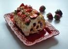 Κορμός με λευκή σοκολάτα, γιαούρτι και φράουλες, από την Ιωάννα Σταμούλου και το sweetly!
