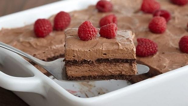 Πανεύκολο σοκολατένιο γλυκό ψυγείου, με 5 υλικά της στιγμής, από το sintayes.gr!