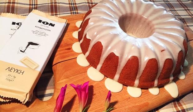 Κέικ βανίλια με γλάσο λευκής κουβερτούρας ΙΟΝ, από την Αριάδνη Πούλιου και το ionsweets.gr!