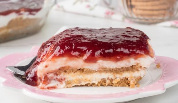 Γλυκό ψυγείου με μπισκότα και γιαούρτι (VIDEO), από την Μαριλού Παντάκη και το madameginger.com!