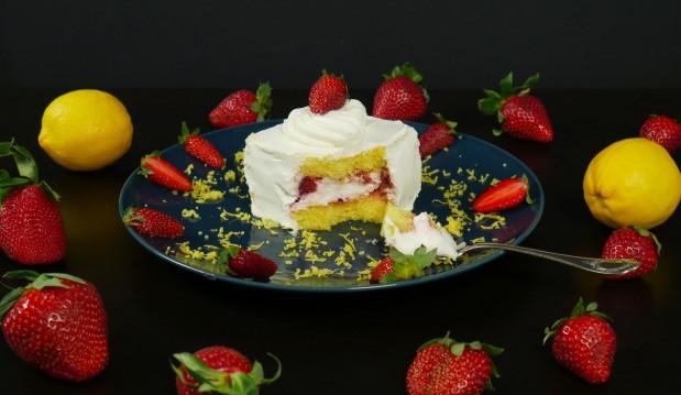 Πάστα φράουλας με κρέμα βανίλιας (VIDEO), από τους Χάρη και Μιχάλη Καρελάνη και το Redmoon-foodaholics.gr!