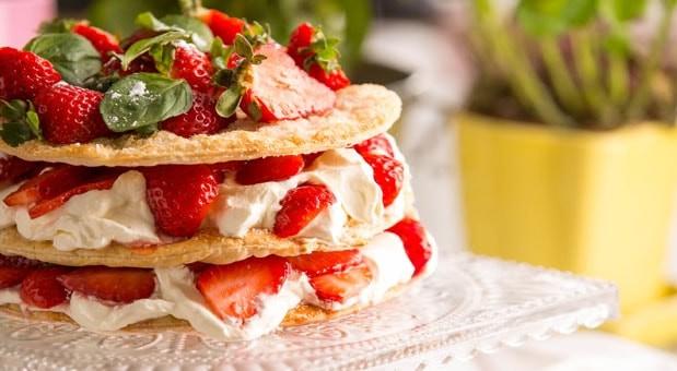 Μιλφέιγ με κρέμα και φράουλες από την Μυρσίνη Λαμπράκη και το mirsini.gr!