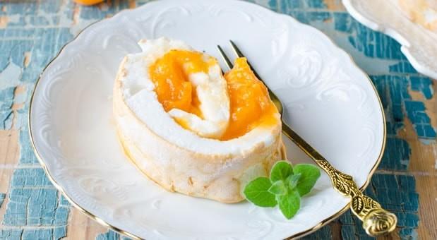 Ρολό μαρέγκας με μαρμελάδα βερίκοκο, από τη Μυρσίνη Λαμπράκη και το mirsini.gr!